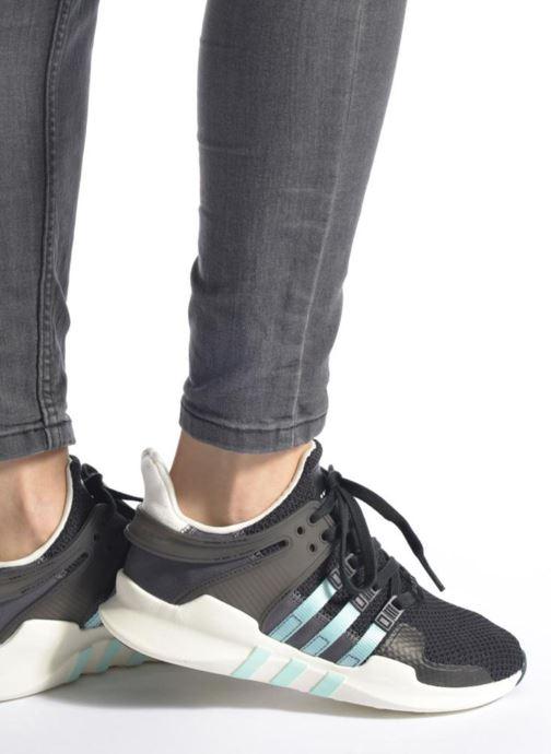Sneaker adidas originals Equipment Support Adv W schwarz ansicht von unten / tasche getragen