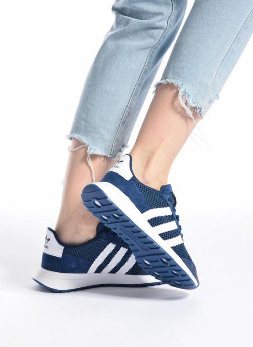 Sneaker Adidas Originals Flb W schwarz ansicht von unten / tasche getragen