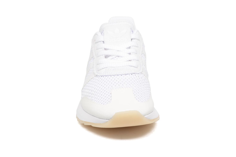 Deportivas Adidas Originals Flb W Blanco vista del modelo
