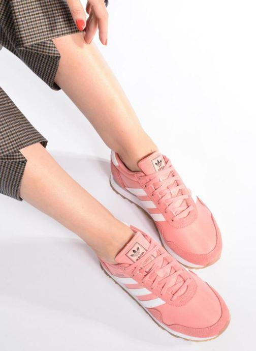 Sneaker adidas originals Haven W rosa ansicht von unten / tasche getragen