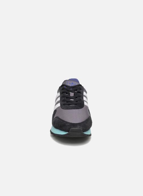 Sneakers Adidas Originals Haven Grigio modello indossato