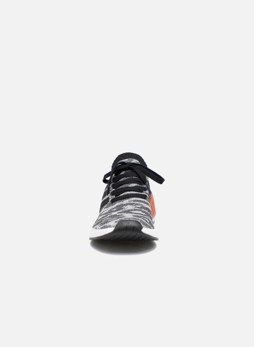 Sneakers Adidas Originals Nmd_R2 Pk Nero modello indossato