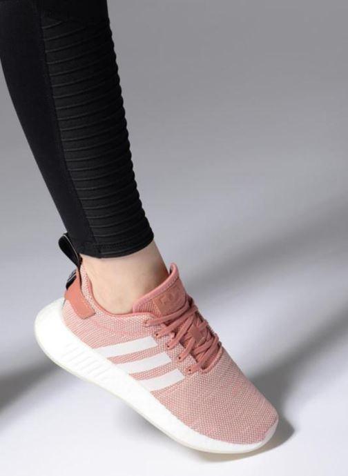 Sneaker adidas originals Nmd_R2 W rosa ansicht von unten / tasche getragen