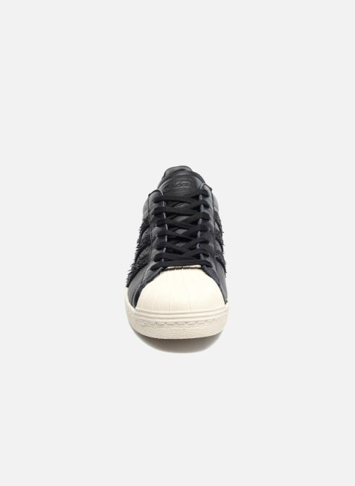 Deportivas adidas originals Superstar 80S Cny Negro vista del modelo