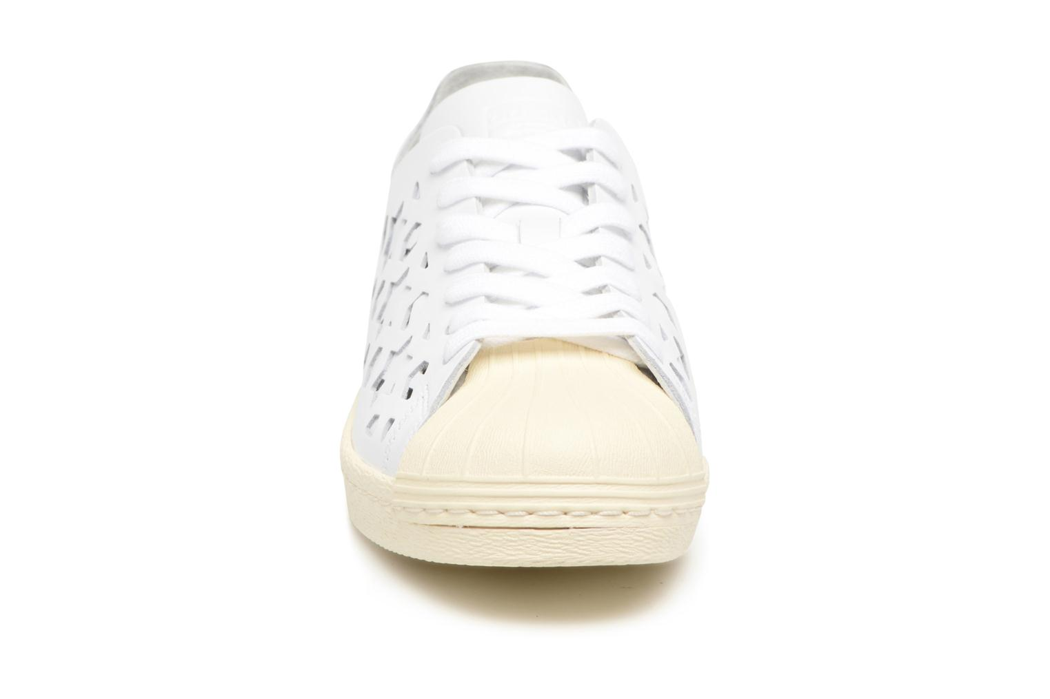 Baskets Adidas Originals Superstar 80S Cut Out W Blanc vue portées chaussures