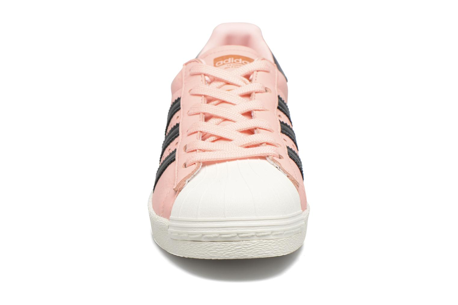 Deportivas Adidas Originals Superstar Boost W Rosa vista del modelo