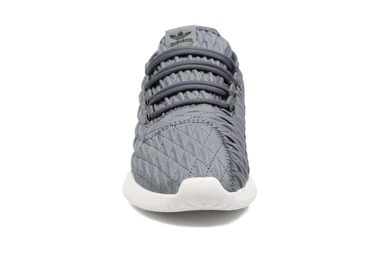 Baskets Adidas Originals Tubular Shadow W Gris vue portées chaussures