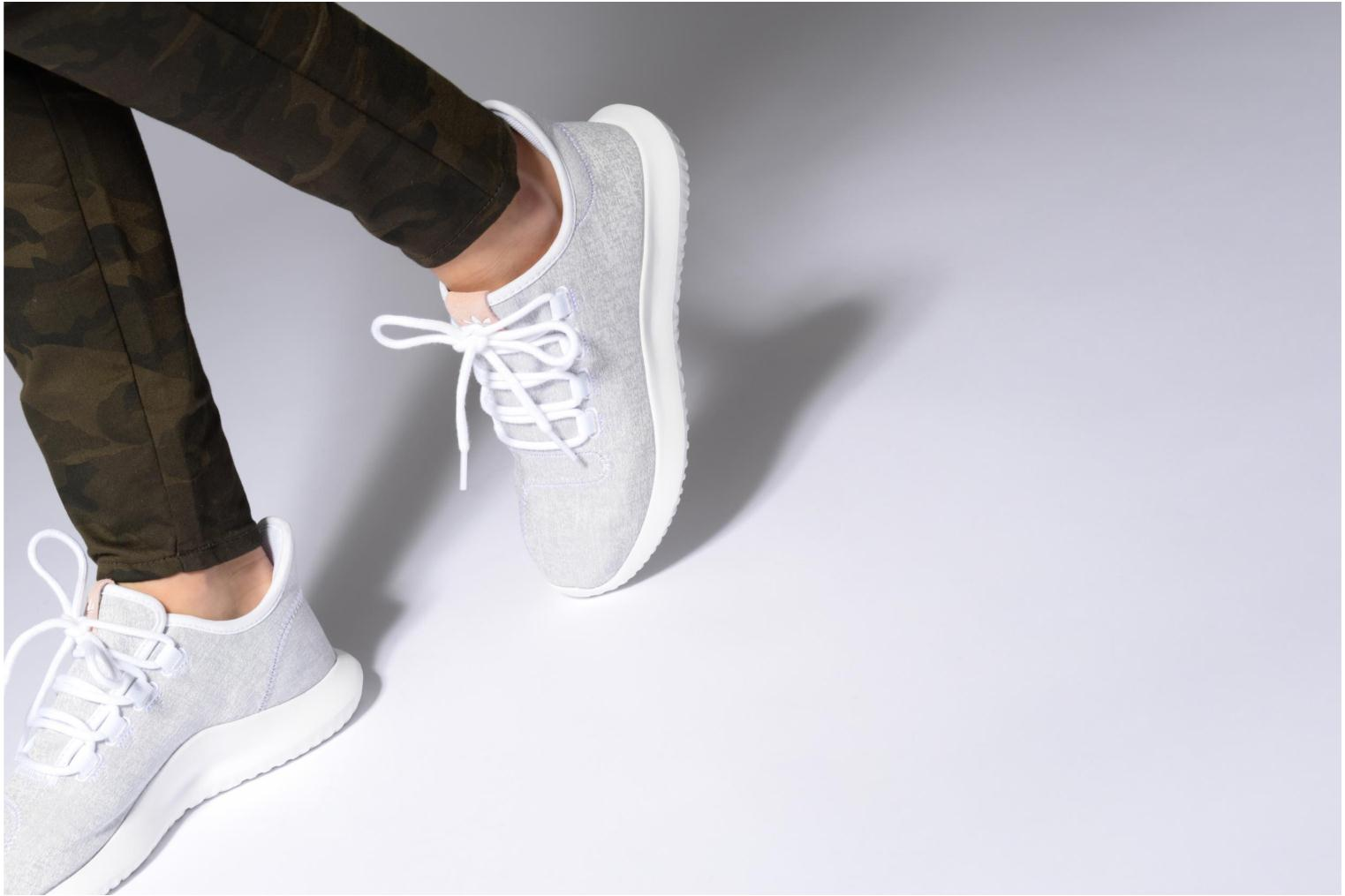 Baskets Adidas Originals Tubular Shadow W Blanc vue bas / vue portée sac