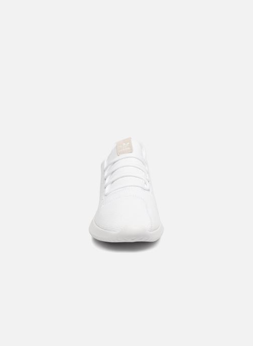 Sneakers Adidas Originals Tubular Shadow Bianco modello indossato