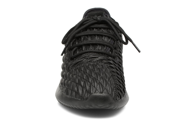 Sneakers Adidas Originals Tubular Shadow Nero modello indossato