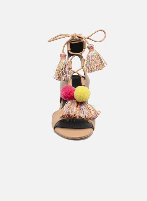Sandales et nu-pieds Rebecca Minkoff Calissa Noir vue portées chaussures