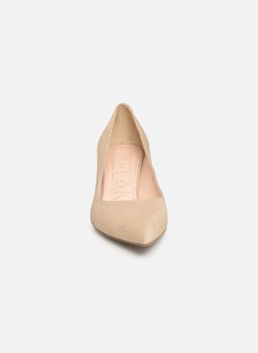 Zapatos de tacón Free Lance Itlys 4 Pumps Beige vista del modelo