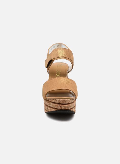 Sandales et nu-pieds Free Lance Eny 7 Sandal Velcro Or et bronze vue portées chaussures
