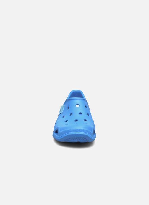 Sandali e scarpe aperte Crocs Swiftwater Wave Kids Azzurro modello indossato