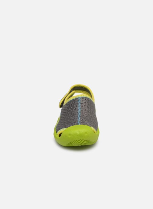 Sandalias Crocs Swiftwater Sandal Kids Verde vista del modelo