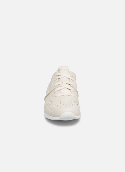 Baskets UGG W Tye Blanc vue portées chaussures