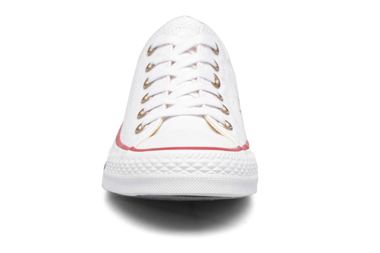Baskets Converse Chuck Taylor All Star Ox Americana Embroidery Blanc vue portées chaussures