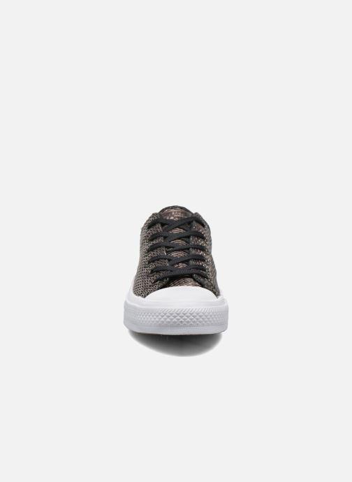 Baskets Converse Chuck Taylor All Star II Ox Perf Metallic Leather Noir vue portées chaussures