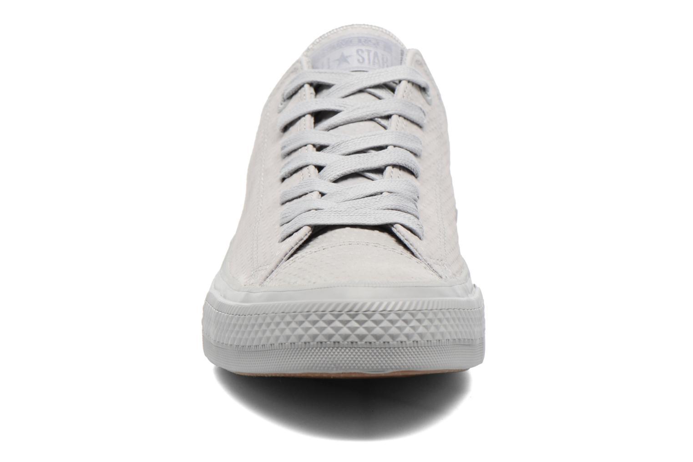 Sneakers Converse Chuck Taylor All Star II Ox Lux Leather Grigio modello indossato