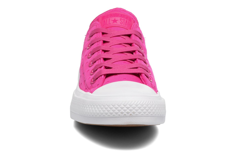 Sneakers Converse Chuck Taylor All Star II Ox Shield Lycra Rosa modello indossato