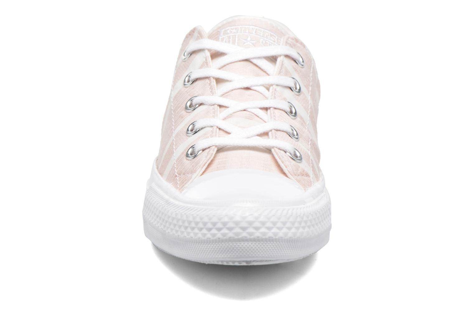 Deportivas Converse Chuck Taylor All Star Gemma Ox Engineered Lace Rosa vista del modelo