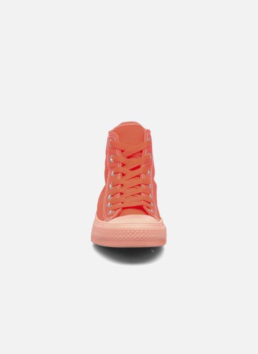 Sneakers Converse Chuck Taylor All Star II Hi Pastel Midsoles W Arancione modello indossato