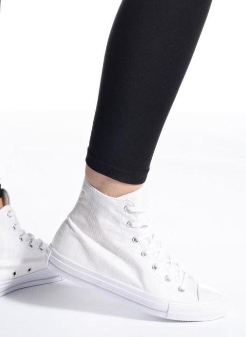 Sneaker Converse Chuck Taylor All Star Gemma Hi Engineered Lace weiß ansicht von unten / tasche getragen