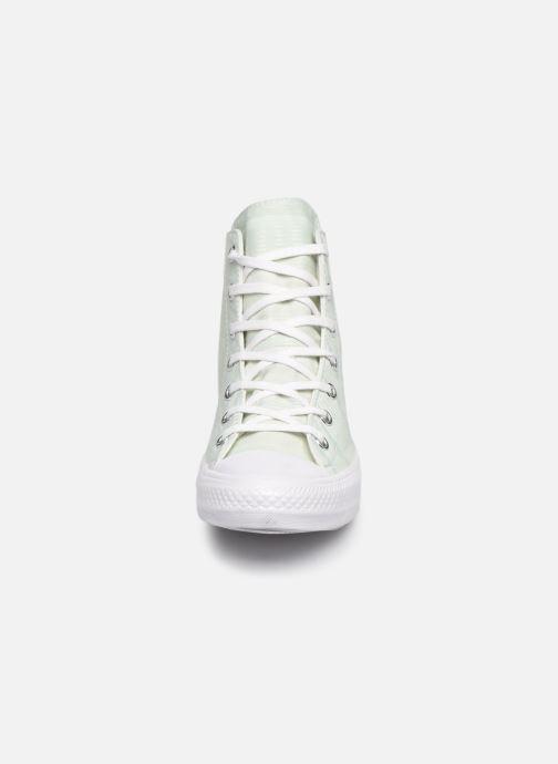 Baskets Converse Chuck Taylor All Star Gemma Hi Engineered Lace Vert vue portées chaussures