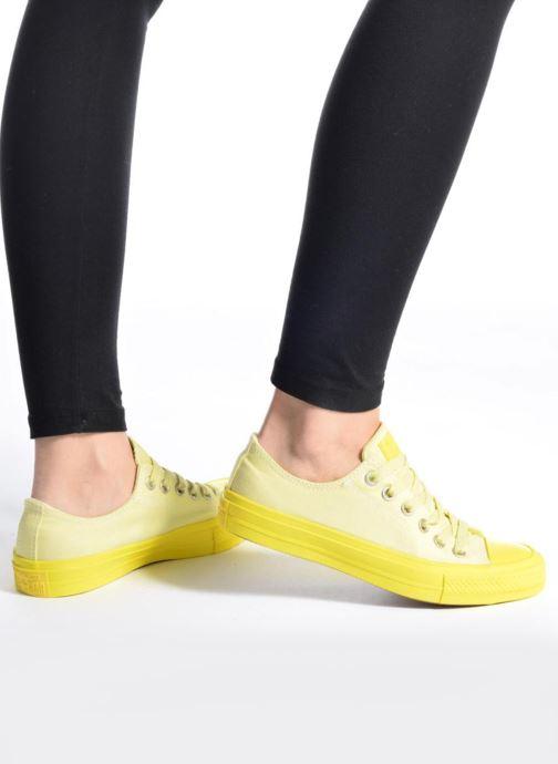 Sneaker Converse Chuck Taylor All Star II Ox Pastel Midsoles W weiß ansicht von unten / tasche getragen