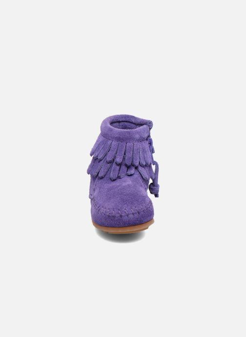 Stivaletti e tronchetti Minnetonka Double Fringe side zip boot B Viola modello indossato