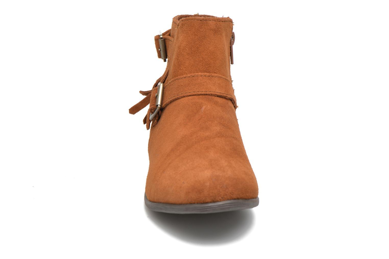 Stivaletti e tronchetti Minnetonka Rancho Boot Marrone modello indossato