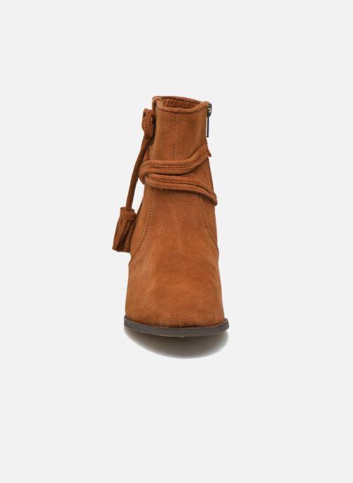 Stivaletti e tronchetti Minnetonka Mesa Boot Marrone modello indossato