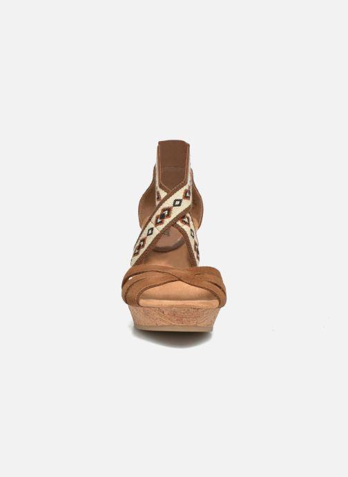 Minnetonka Drew Wedge (Marron) Sandales et nu pieds chez