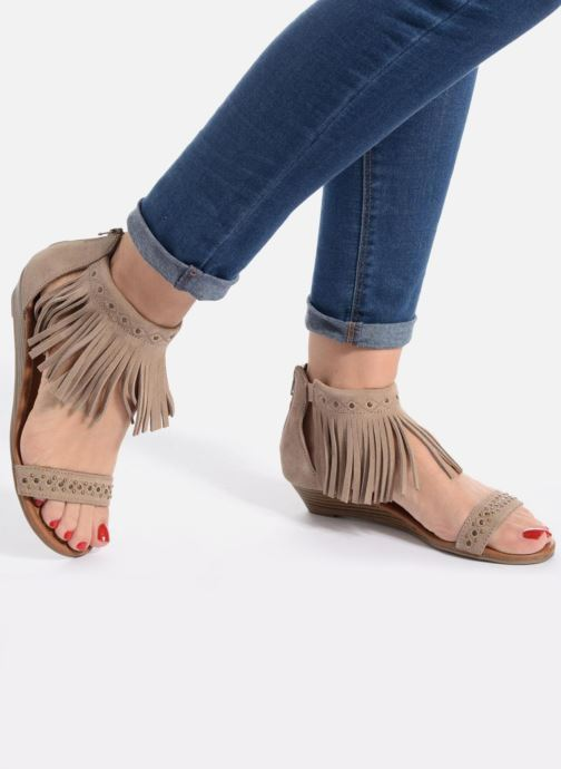 Sandales et nu-pieds Minnetonka Savona Low Wedge Beige vue bas / vue portée sac