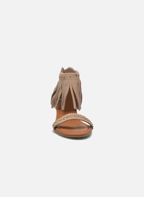 Sandales et nu-pieds Minnetonka Savona Low Wedge Beige vue portées chaussures