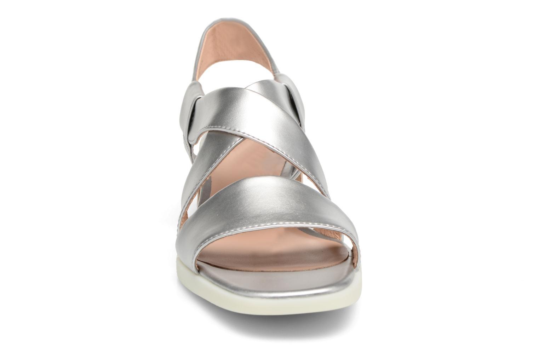 Sandali e scarpe aperte Camper Kobo K200328 Argento modello indossato