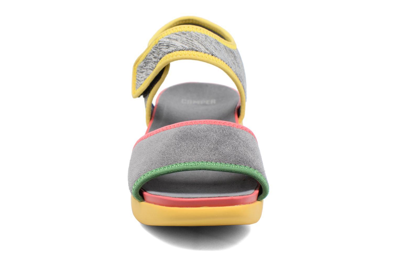 Sandales et nu-pieds Camper Spark K200454 Gris vue portées chaussures