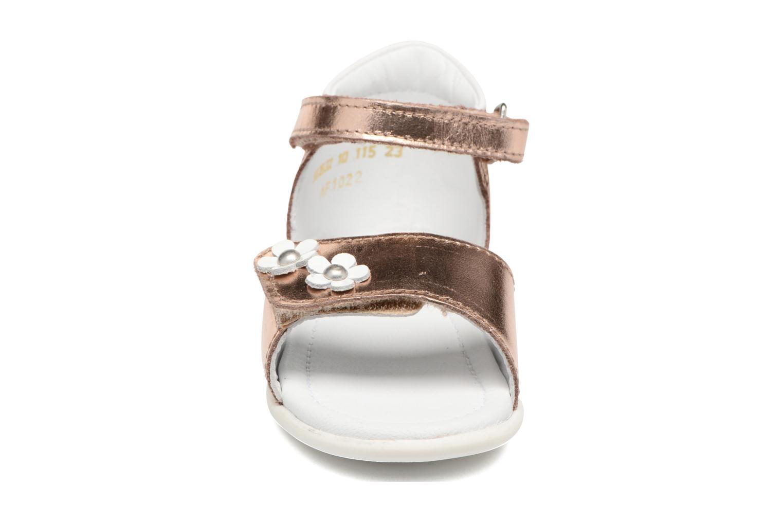 Sandales et nu-pieds Mod8 Grama Rose vue portées chaussures