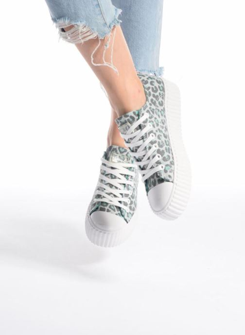 Sneaker Coolway Britney grau ansicht von unten / tasche getragen