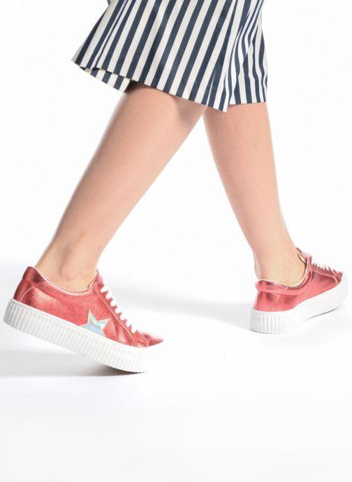 Sneaker Coolway Cherry rot ansicht von unten / tasche getragen