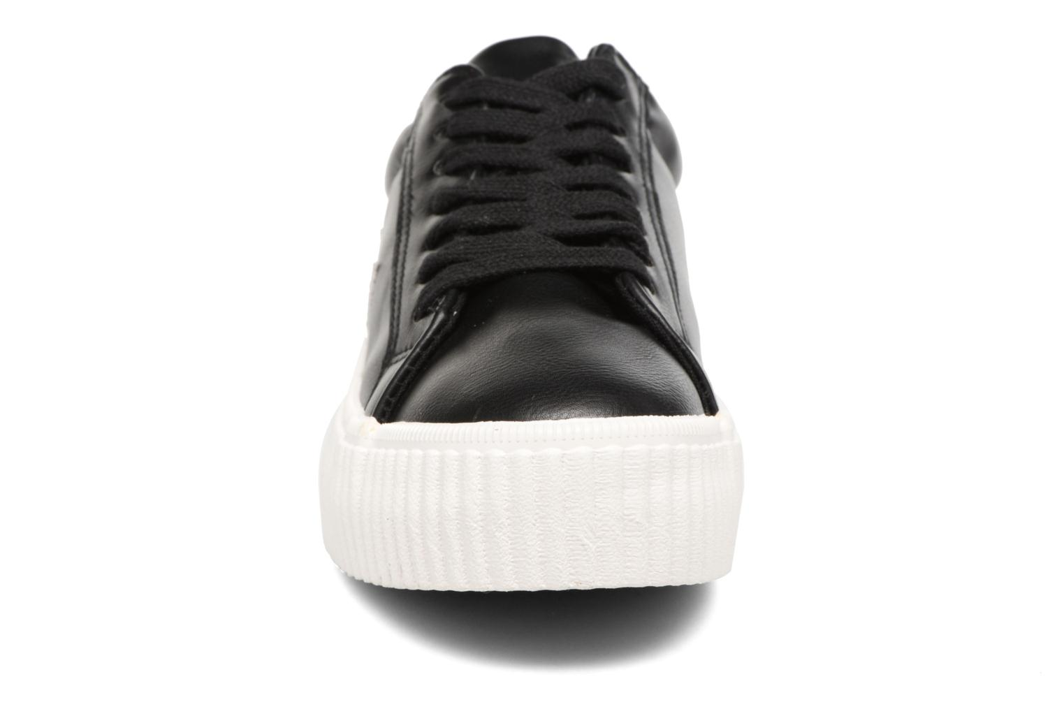 Sneakers Coolway Cherry Nero modello indossato