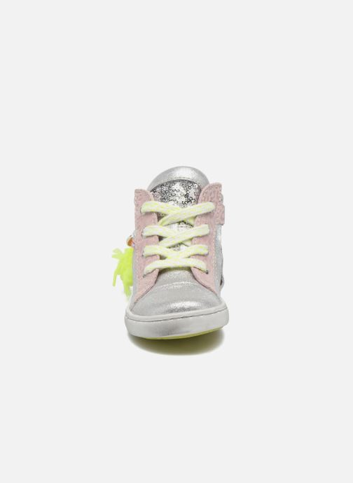 Sneakers Shoesme Sina Argento modello indossato