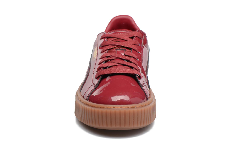 Baskets Puma Wns Basket Platform Patent Rouge vue portées chaussures
