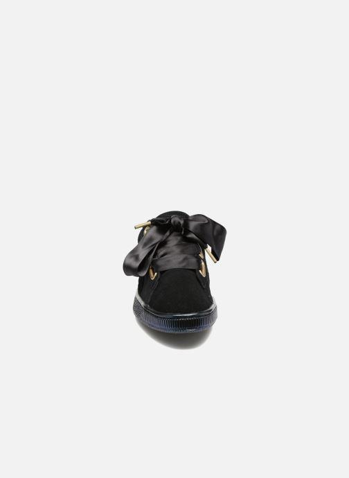 Sneakers Puma Suede Heart Satin Wn's Nero modello indossato