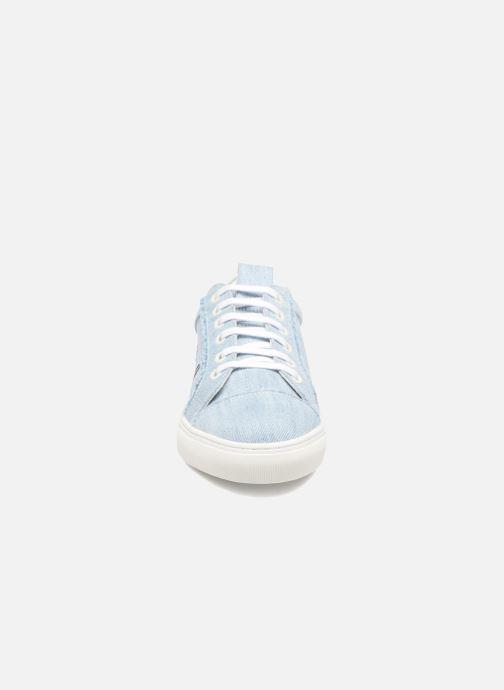 Baskets KARL LAGERFELD Denim Sneaker Bleu vue portées chaussures