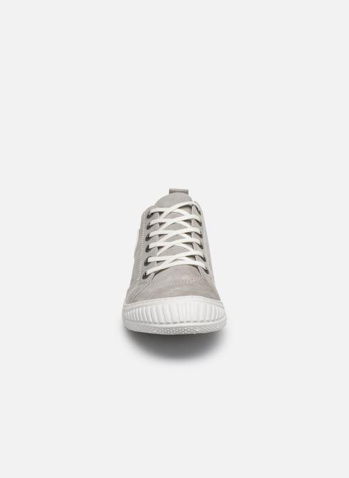 Sneakers Pataugas RockM Argento modello indossato