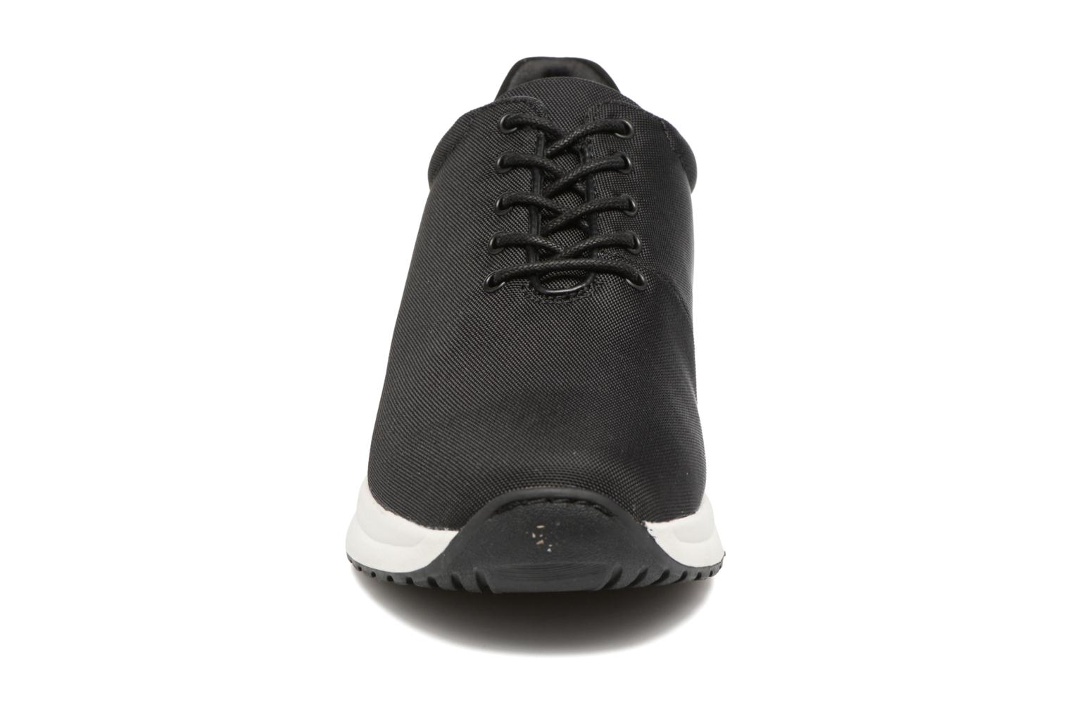 Sneakers Vagabond Shoemakers CINTIA RUN 4324-080 Nero modello indossato