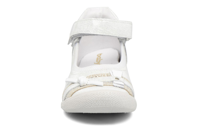 Ballerines Babybotte Shifali Blanc vue portées chaussures