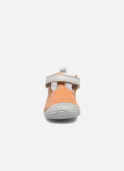 Chaussons Babybotte Zik Marron vue portées chaussures