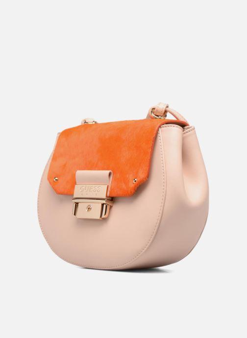 Bolsos de mano Guess MAELLE Leather Crossbody flap Rosa vista del modelo